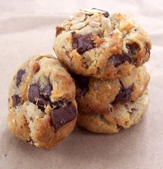 DIY Healthy Cookies (gluten free, sugar free—banana & maple syrup used for sweetness, to say nothing about the chocolate chunks!)