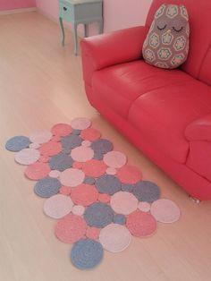 Tapete de bolas, feito nas cores que combinem com sua decoração.. <br>Medidas 1,25 X 0,80 <br>Outras medidas consultar valor..