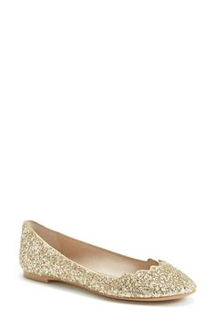 Gold and glittery? Yes, please!