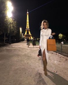 Image in Paris it girl collection by 🍸🥟 on We Heart It Looks Cool, Looks Style, Covet Fashion, Dress Fashion, 70s Fashion, Paris Fashion, Fashion Jewelry, Photographie New York, Boujee Lifestyle