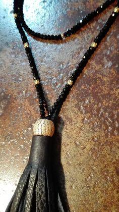 Sautoir Perles noires  et or pompon noir