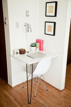 I need to make a little desk like this in the living room for my new laptop. Love the hairpin leg.