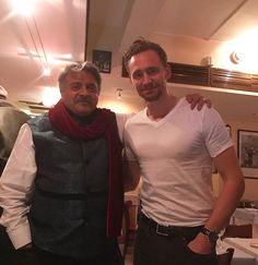 """twh-news: """"omarpravinkumarvaja A chance meeting with the delightful Mr Hiddleston at Ciao Bella. What a fun evening it was! And he was such a gentleman! #ciaobella #tomhiddleston """""""