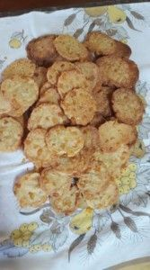 KRAKERTJIES Dessert Recipes, Desserts, Party Snacks, Cauliflower, Biscuits, Sweet Treats, Recipies, Cooking Recipes, Crackers
