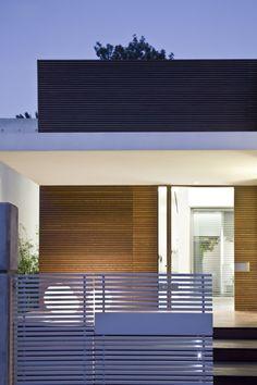 E House - modern - Exterior - Other Metro - Axelrod Architects Architecture Details, Interior Architecture, Japanese Modern House, Contemporary Design, Modern Design, Property Design, Industrial House, Facade House, Modern Exterior