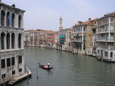 40 Tips for Traveling to Italy.... This blog has loads of travel ideas