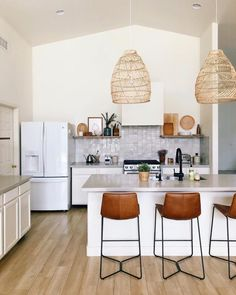 Best Tiles For Kitchen, Cool Kitchens, Kitchen Flooring, Kitchen Dining, Kitchen Decor, Kitchen Ideas, Bathroom Interior Design, Kitchen Interior, H & M Home