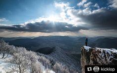 Miliónový výhľad  #praveslovenske od  @kicklop  Lovely day today  Strazov 1213m  http://ift.tt/23ecqEU #strazov #slovensko #slovakia #bluesky #sky #clouds #heaven #forest #trees #sun #winter #snow #frozen #hills #frozen #rocks #mountains #nature #landscape