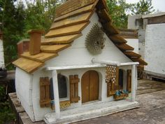≗ The Bee's Reverie ≗ honey bee house -