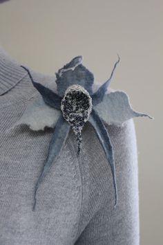 Wool brooch grey Brasilum II by doseth on Etsy, €17.00