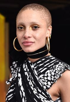 No longer a symbol of rebellion and angst-y rabble-rousers, the female buzz cut has become a way to express one's individuality and overall aesthetic. Big Chop, Short Hair Cuts, Short Hair Styles, Buzz Cut Women, Style Audacieux, Bald Girl, Facial Piercings, Bald Women, Hair Journey