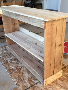 Pallet Boot Shelf made of all reclaimed pallet wood. Only thing not original pallet are the new screws.