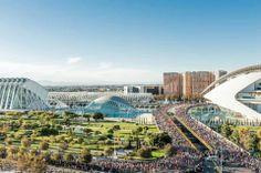 Maratón de Valencia 2014. Una vista espectacular con la Ciudad de las Artes y las Ciencias de fondo.