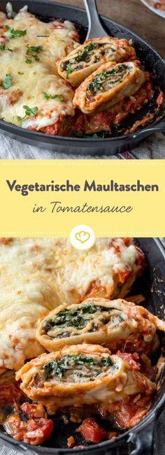 Vegetarische Maultaschen überbacken aus dem Ofen - #vegetarischerezepte - Die vegetarischen Maultaschen vestecken eine Füllung aus Spinat, Pilzen und Muskat. Schnell noch mit Käse und Tomatensauce gratinieren und genießen....