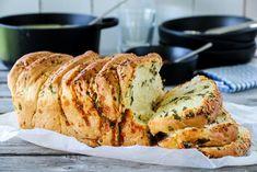 STABLEBRØD MED CHEDDAR OG URTER | TRINES MATBLOGG Cheddar, Banana Bread, Pork, Meat, Baking, Desserts, Recipes, Kale Stir Fry, Beef