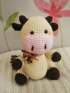 Candy the Little Cow (13cm -5inches tall) - Free Amigurumi Crochet Pattern English version here: http://themagicloop.com/index.php/2016/03/30/candy-the-cow-free-amigurumi-crochet-pattern/