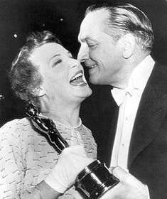 Shirley Booth laughs heartily as actor Fredric March prepares to give her a kiss on the cheek after she was presented with an Oscar. Academy Award Winners, Oscar Winners, Academy Awards, Hollywood Scenes, Hollywood Stars, Vintage Hollywood, Classic Hollywood, Shirley Booth, Best Picture Winners