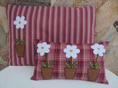 Almofadas de tecido com apliques