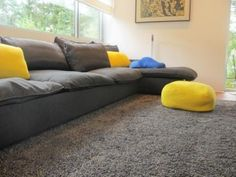 Indera week/nd. This Super modular and comfy sofa fits every modern living room. There is no limit to the number of possible combinations. Grey sofa with blue and yellow cushions. Interieur inspiratie