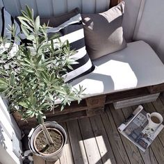 balcony and pallets Outdoor Furniture Sets, Pallet Decor, Interior, Home Decor, Scandinavian Style Home, Home Deco, Interior Balcony, Home And Living, Dream Rooms