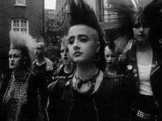 Billedresultat for punk makeup 70s Punk, Punk Goth, Chicas Punk Rock, Punk Mohawk, Moda Punk, Punk Makeup, Punk Rock Girls, Look Man, Riot Grrrl