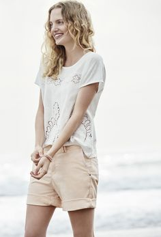 Light pastels and soft whites - Amanda chooses a lovely #Esprit summer outfit for a sunny day on the Venice Beach.