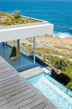 Green roof (Beach house in Cape Town designed by Sarah Calburn) Architecture Design, Amazing Architecture, Outdoor Spaces, Outdoor Living, Outdoor Retreat, Retreat House, Deco Design, Design Design, Home Design Decor