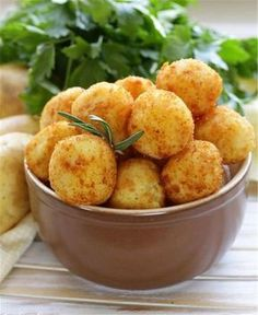 Crikey Mac & Cheese Bites – Old Croc Cheese Cheesy Potato Balls Recipe, Cheesy Potatoes, Great Appetizers, Appetizer Recipes, Mac And Cheese Bites, Mac Cheese, Queso Manchego, Potato Bites, Cheesy Recipes