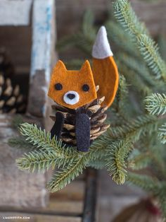 Felt PInecone Fox Pattern by LiaGriffith on Etsy Fox Ornaments, Pinecone Ornaments, Christmas Ornaments, Beaded Ornaments, Felt Christmas, Homemade Christmas, Easy Felt Crafts, Fox Crafts, Christmas Crafts For Kids