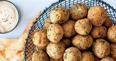 Au menu ce soir: des falafels! Ces boulettes de pois chiches frites feront fureur. Cuisinez cette recette typique du Moyen-Orient et faites des heureux! Falafels, Entrees, Muffin, Potatoes, Vegetables, Breakfast, Menu, Food, Chickpea Patties