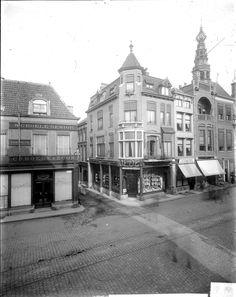 Het Klokhuis, hoeksteen van Leiden. 'Engelsch Heeren Mode-Magazijn Specialiteit in Heerenhoeden, Mode- en Sportartikelen' 1905