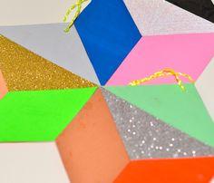 Geometriske papirophæng – med glimmer
