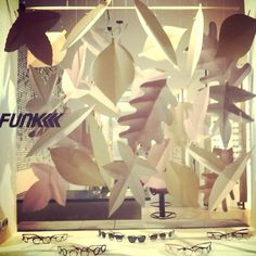 FUNK Optik Store München #funkoptik #funkoptikstore #funkeyewear #funk #funkglasses #store #munich #glasses #brille #brillen #fashion #mode #deko #esistherbst #blätter #schaufenster #sonnenbrille #sunglasses FUNK Optik Store München Schellingstraße 10