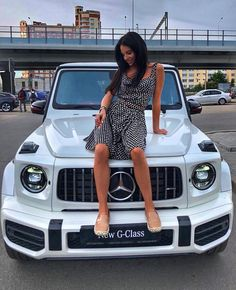 Double tap♥for girl and g class. Mercedes G Wagon, Mercedes Maybach, Mercedes Girl, New Mercedes Amg, Mercedes Benz G Class, G 63 Amg, Bmw Cars, Sexy Cars, Corvette