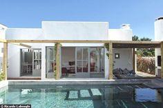 A deux pas du salon, cette piscine aux allures mexicaines.