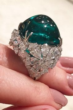 emerald,diamond-Now that's one big rock! Stunning emerald ring by graffdiamonds via jillnewmangraffdiamonds emerald diamond ring em Emerald Jewelry, Gems Jewelry, Turquoise Jewelry, Diamond Jewelry, Fine Jewelry, Silver Jewelry, 925 Silver, Emerald Rings, Unique Jewelry