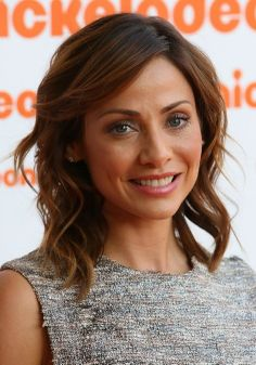 Natalie Imbruglia Hairstyle with Side Swept Bangs. #celebrityhairstyles, #celebrityhaircuts, #haircuts, #hairstyle