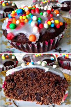 Negresa de post cu nuci, migdale si  fulgi de ciocolata neagra se prepara in 5 minute, se amesteca ingredientele cu o spatola si compozitia este gata, se  coace in forme pentru briose. #prajituri #pasiune #homecoking #instafood Cake, Desserts, Food, Tailgate Desserts, Deserts, Kuchen, Essen, Postres, Meals