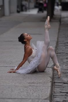 I ABSOLUTELY LOVE Misty Copeland. Such an inspiration for anyone who is told they don't fit a mold. Misty Copeland ~ soloist for the American Ballet Theater.