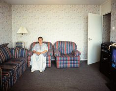 Tom Hunter - Holly Street Tower Block Project Series: Residents of Cedar Court - Contemporary Art History Of Photography, Documentary Photography, Color Photography, Street Photography, Flat Interior, Interior Styling, Tower Block, Environmental Portraits, Galleries In London
