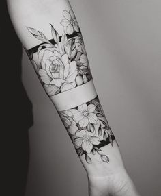 Floral forearm tattoo #TattooIdeasForearm