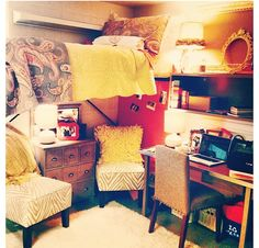 Would love to take this small dorm design and expand it into a room design. I loooove it. Mini Loft, My New Room, My Room, Small Dorm, Dorm Design, Cool Dorm Rooms, Dorm Life, College Life, Ideas Geniales