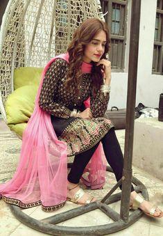 Girlz Dpz, Girls Mirror, Pakistan Fashion, Desi Wedding, Pakistani Actress, Pakistani Outfits, Celebs, Celebrities, Beautiful Actresses