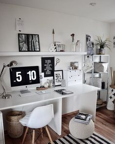 178 gorgeous cozy dorm room ideas you'll want to copy 55 Workspace Design, Home Office Design, Home Office Decor, Home Decor, Workspace Inspiration, Room Inspiration, Cozy Dorm Room, Student Room, Stylish Bedroom