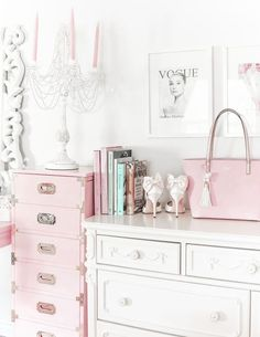 Vintage Room Decor Girly - How To Make Your Workspace Pretty & Girly. Decoration Bedroom, Room Decor Bedroom, Diy Bedroom, Bedroom Ideas, Vintage Room, Bedroom Vintage, Vintage Pink, Cute Apartment, Feminine Decor