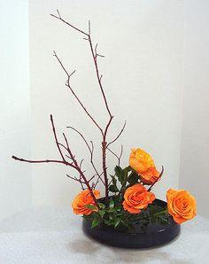 Candle Arrangements, Ikebana Flower Arrangement, Ikebana Arrangements, Flower Arrangements Simple, Arte Floral, Deco Floral, Flower Show, Flower Art, Arreglos Ikebana