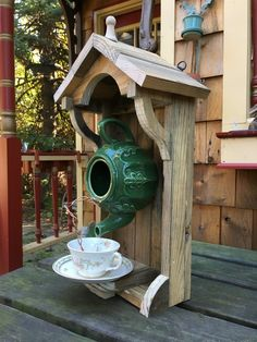 18 Awesome DIY Teapot Birdhouse Decoration Ideas https://www.onechitecture.com/2018/03/13/18-awesome-diy-teapot-birdhouse-decoration-ideas/