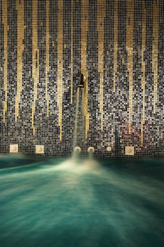 Photo of the mosaic wall of the La Residence 5 Star Luxury Hotel Suites in Mykonos Spa. The La Coupole Spa has gold and black walls and is bathed in luxury. Mykonos Luxury Hotels, Luxury Suites, Hotel Suites, Hotel Spa, Greece Holiday, Black Tiles, Plunge Pool, Mosaic Wall, Wall Treatments