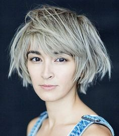 Hair Styles 2018 To hide your big forehead, try a new haircut like this loose bob Discovred by : Byrdie Beauty Short Choppy Haircuts, Short Bob Hairstyles, Cool Haircuts, Short Hair Cuts, Cool Hairstyles, Short Hair Styles, Hairdos, Large Forehead Hairstyles, Haircut For Big Forehead