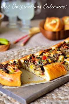 Pizza turque a la viande hachée, pide pizza Turkish Recipes, Ethnic Recipes, Calzone, Croissant, Cheesesteak, My Recipes, Quiche, Hamburger, Bagel